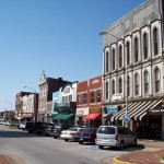 Shops_along_Fountain_Square_in_Bowling_Green,_Kentucky_2008